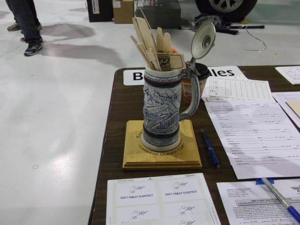 Garbage glider cup